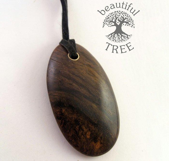 кулон из древесины амазаку