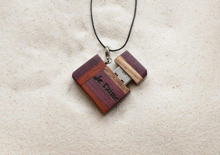 кулон-флешка из древесины
