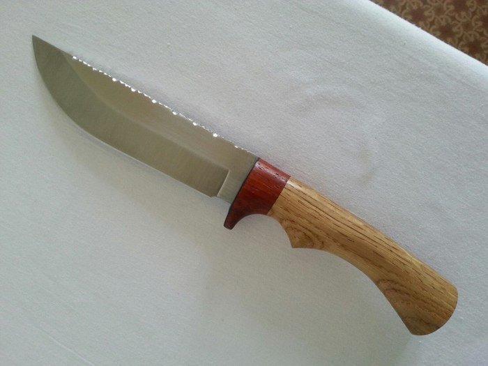 Нож с рукоятью из дуба и падука