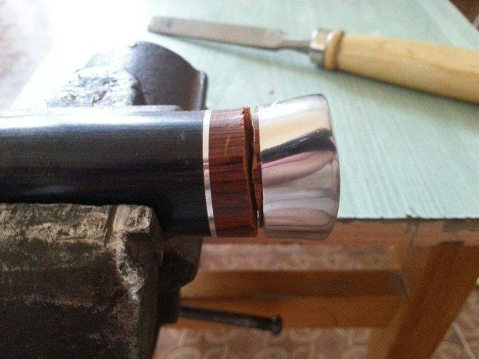 Процесс снятия рукояти с ножа