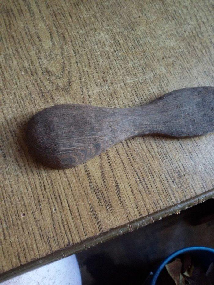 Деревянная ложка с сформированным хлебалом