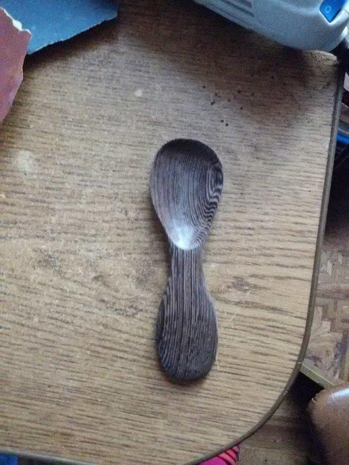 Отполированная деревянная ложка из венге