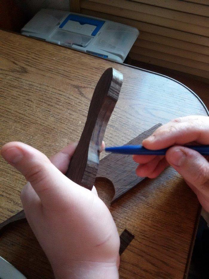 Разметка эскиза ложки на деревянной баклуше