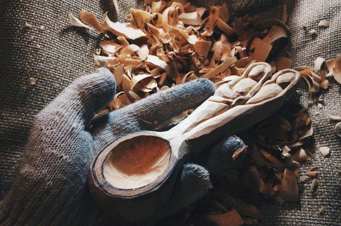 Вырезание черпала у деревянной ложки