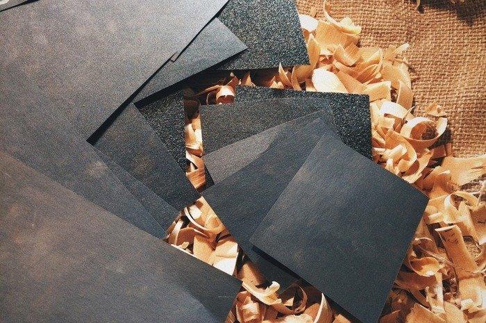 Листы наждачной бумаги разной зернистости