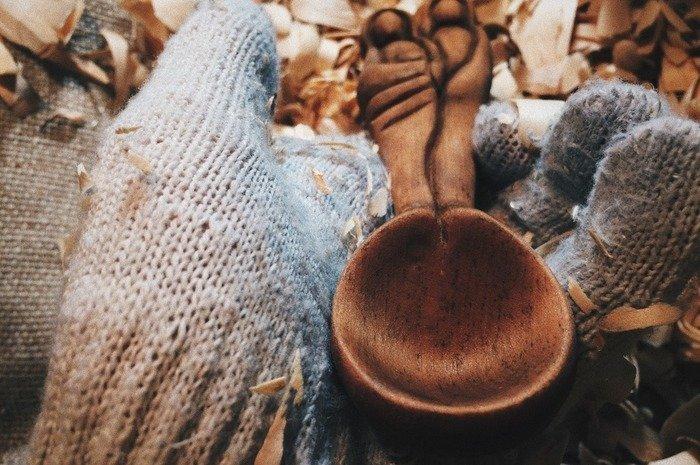 Пропитанная морилкой деревянная ложка