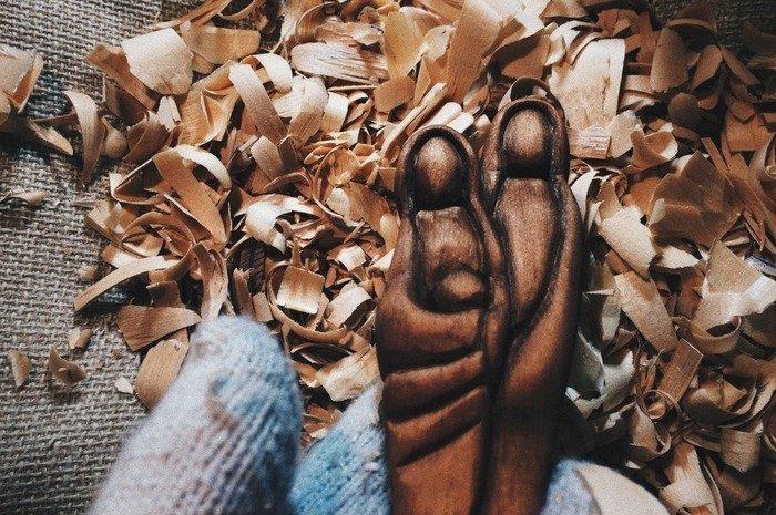 Резная рукоять деревянной ложки