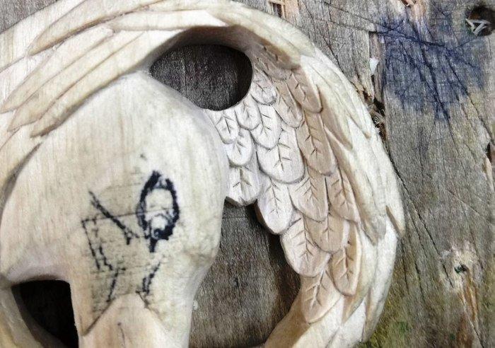 Резьба мелких деталей по древесине белого граба