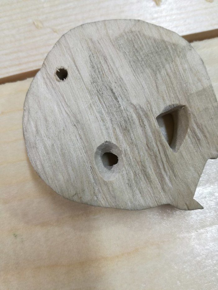 Вырезание отверстий в древесине белого граба