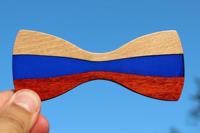 Галстук-бабочка в цветах российского флага