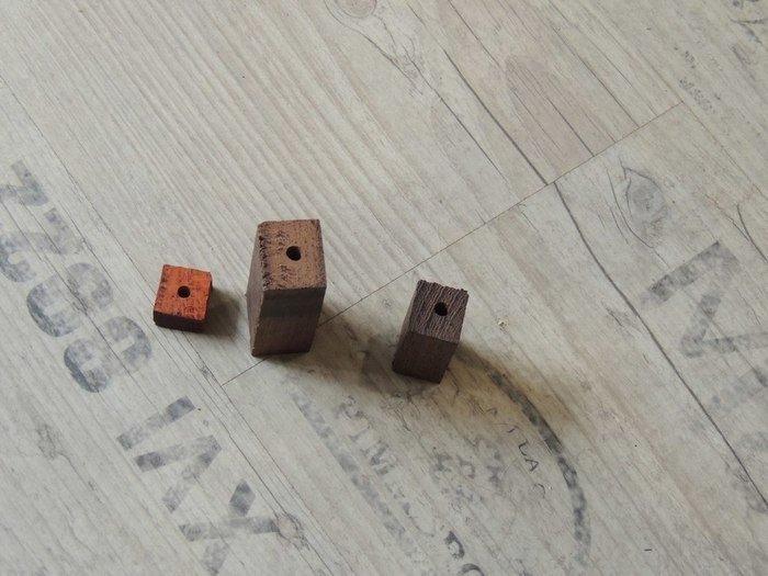 Сверление отверстий в деревянном бруске