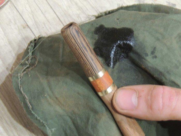 Обработка деревянного мундштука маслом