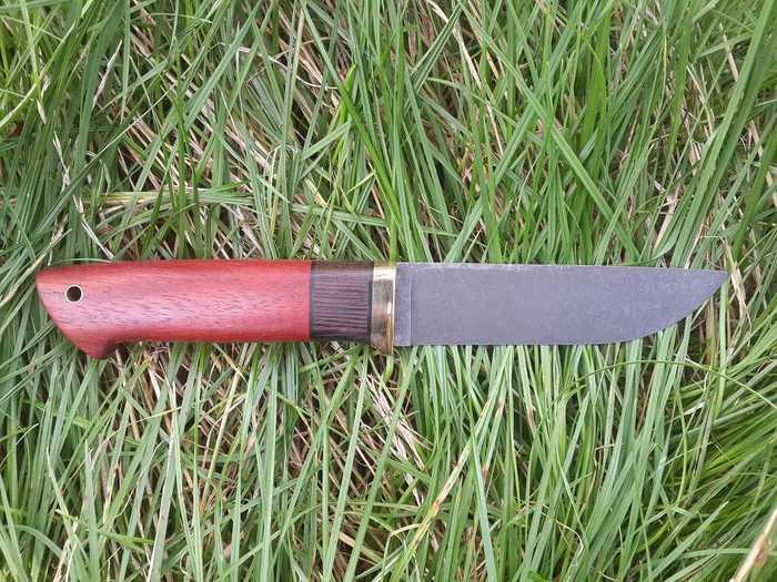 Готовый нож с рукоятью из древесины падука и венге