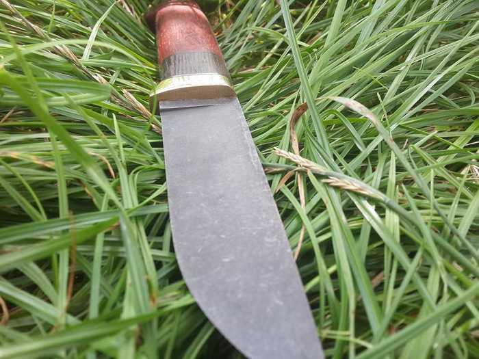 Клинок ножа с рукоятью из падука и венге
