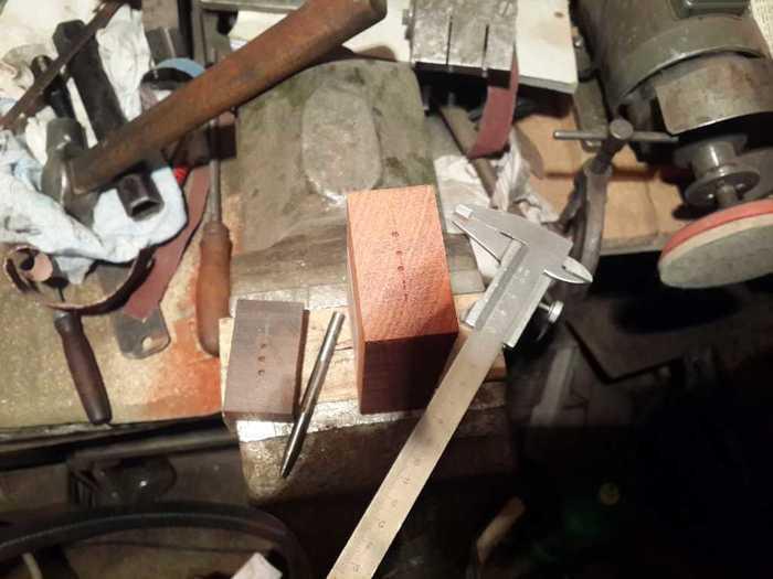 Разметка на деревянной заготовке под рукоять ножа