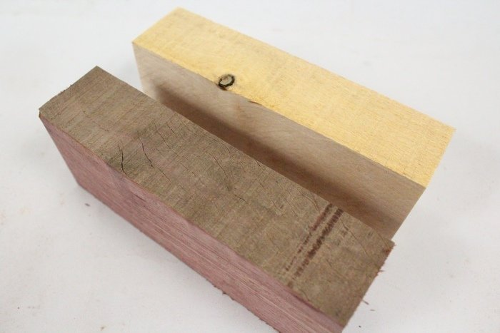 Пример пороков древесины - трещины и сучки