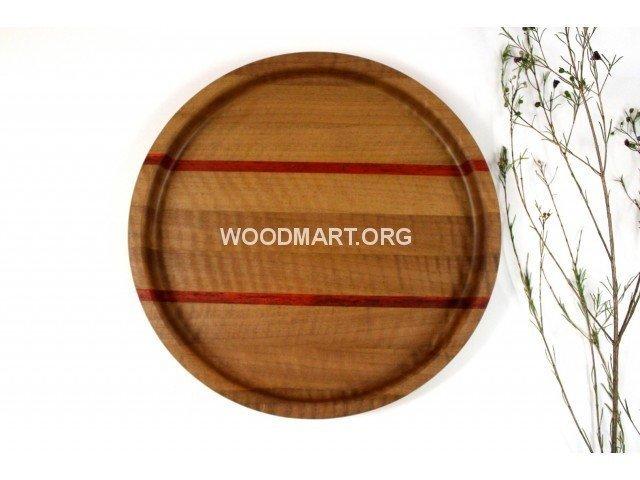 Круглый поднос из древесины ореха и падука