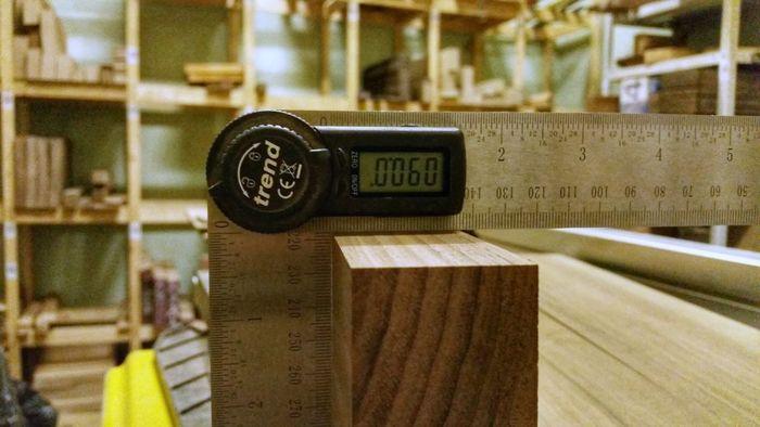 Измерение угла деревянной доски