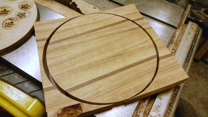Выпиливание круга из цельноламельного деревянного щита
