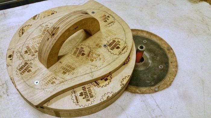 Обработка деревянного щита фрезой