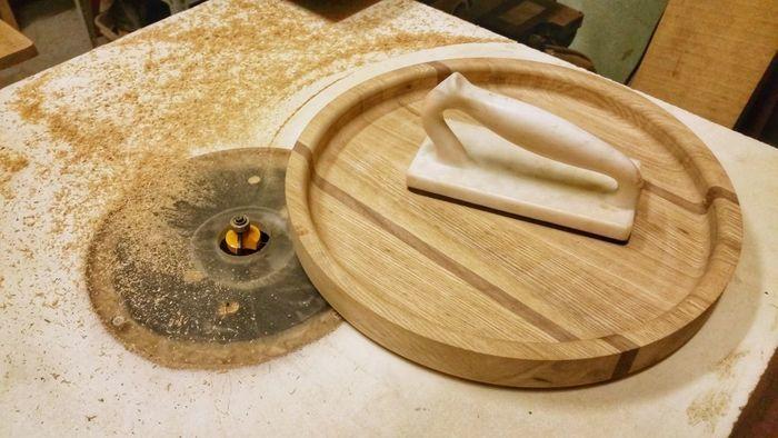 Скругление кромок изделия из дерева с помощью фрезы