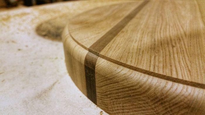 Скругленные фрезой кромки деревянного изделия