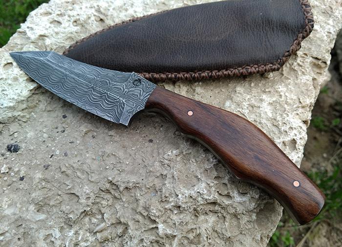 нож с рукоятью из древесины амазаку