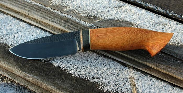 нож с рукоятью из древесины ироко