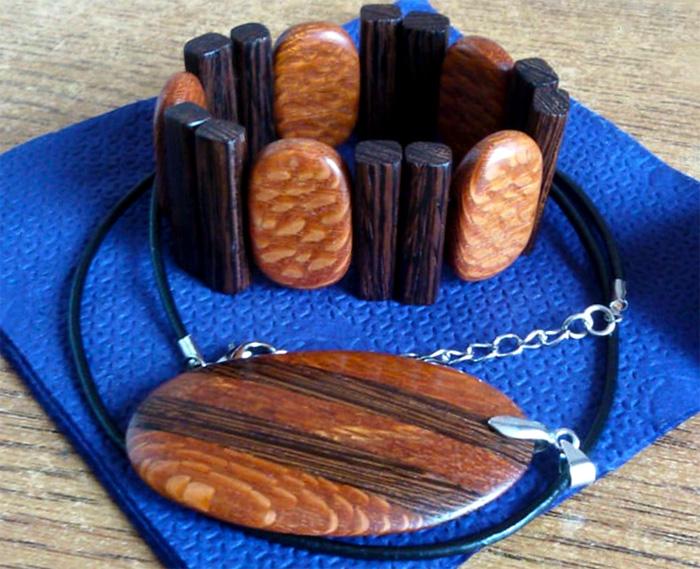 комплект украшений из древесины венге и лейсвуда