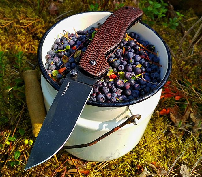 складной нож с рукоятью из древесины венге