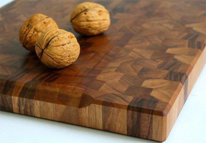 Торцевая разделочная доска из древесины грецкого ореха