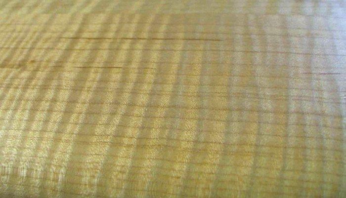 тигровый клен с покрытием восковой мастикой с канифолью