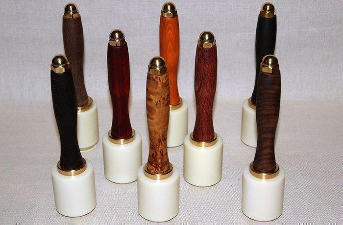 киянки для работы с кожей с рукоятями из разных пород древесины
