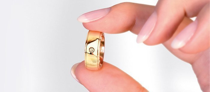 Отполированное кольцо из золота
