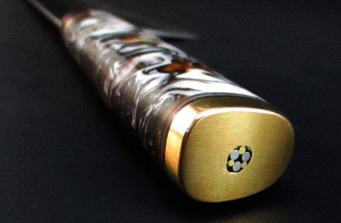 Мозаичный пин на пятке рукояти ножа со сквозным монтажом клинка