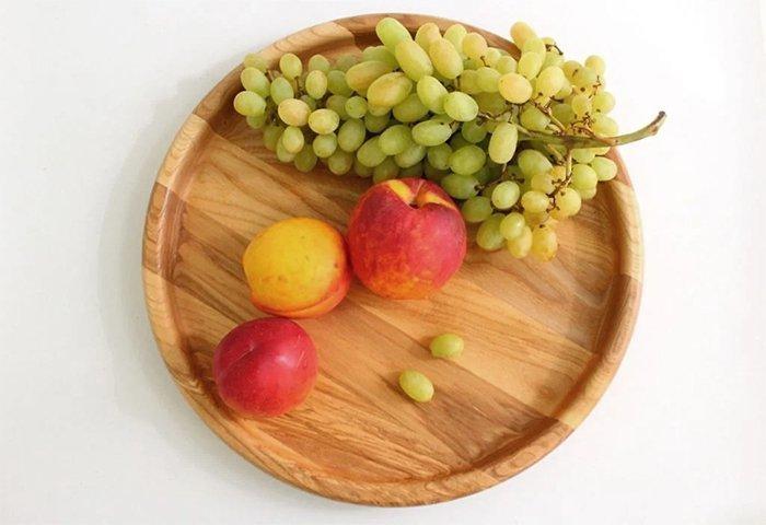 Деревянный поднос из ясеня с фруктами