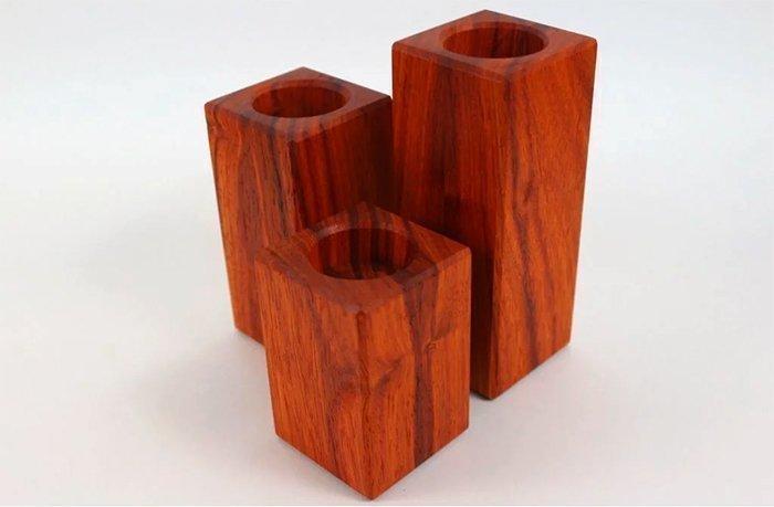 комплект деревянных подсвечников из древесины падука под чайную свечку