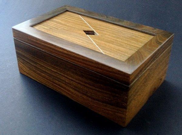 шкатулка из древесины бакаута