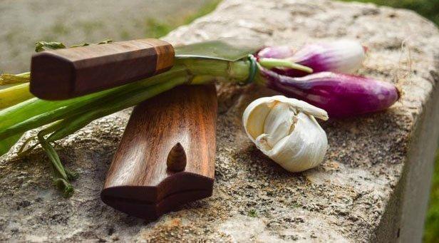 Нож с ножнами из древесины сукупиры