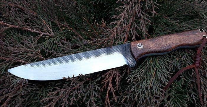 нож с накладками на рукояти из древесины сукупиры