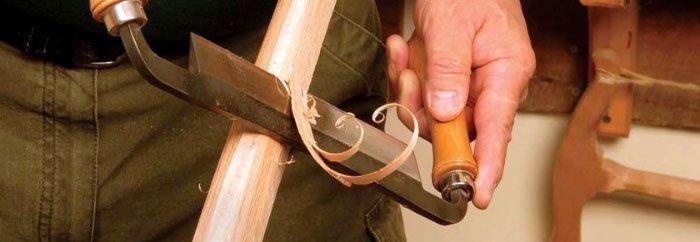 снятие древесины с помощью ручного скобеля
